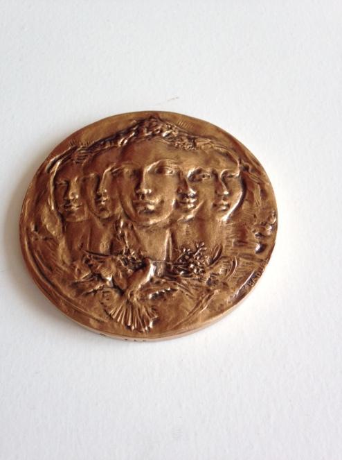 Medal face