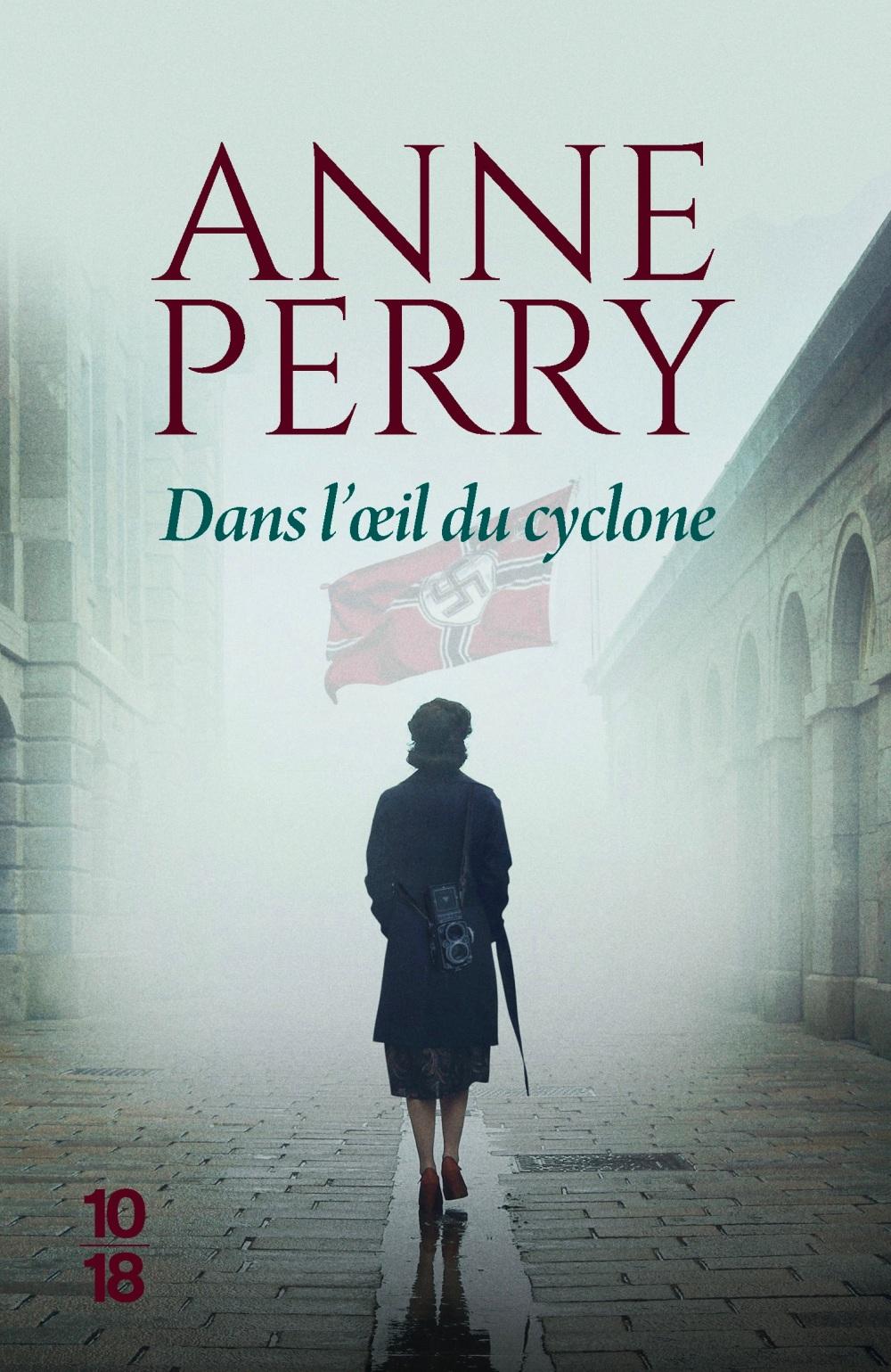 PERRY_dansl'oeilducyclone10